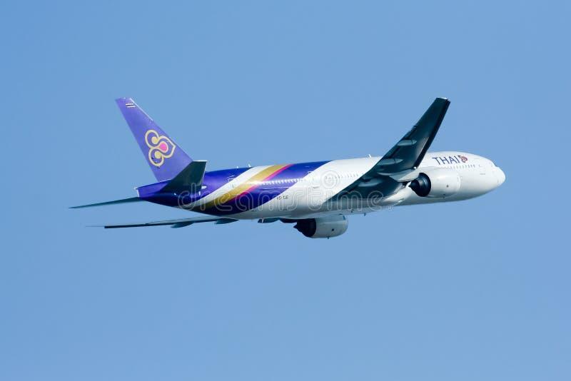 Boeing 777-200 hs-TJE van Thaiairway stock afbeeldingen
