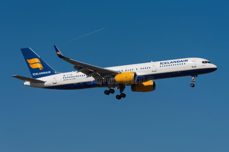 757 boeing icelandair royaltyfri foto