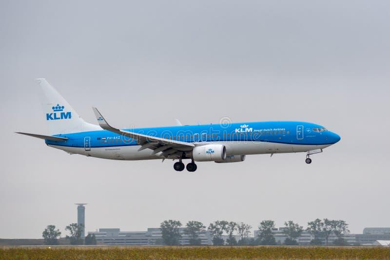 Boeing 737-8K2 - 30368, fungerings av KLM Royal Dutch flygbolagLAN royaltyfri foto