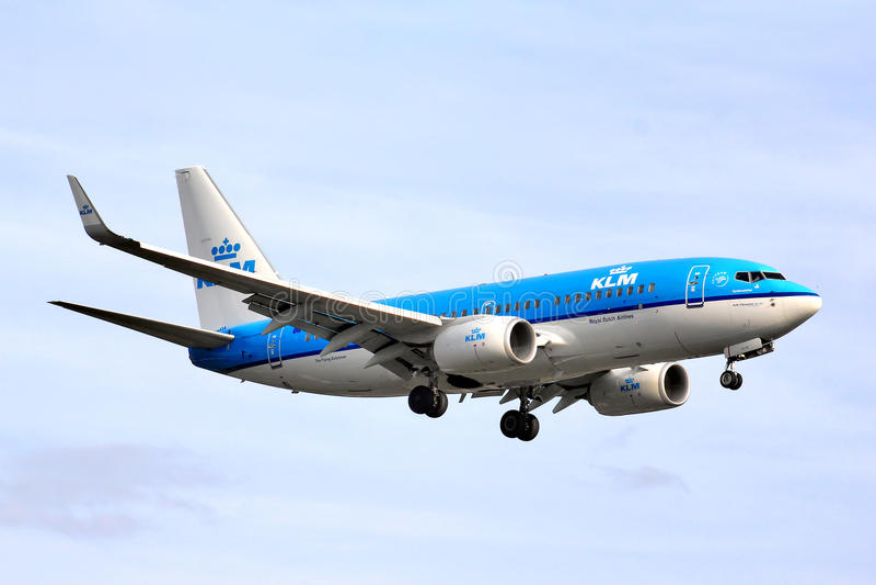 737 boeing klm royaltyfri fotografi