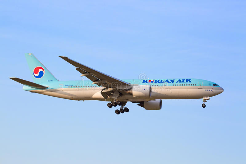 Boeing-777 Korean Air royaltyfria foton