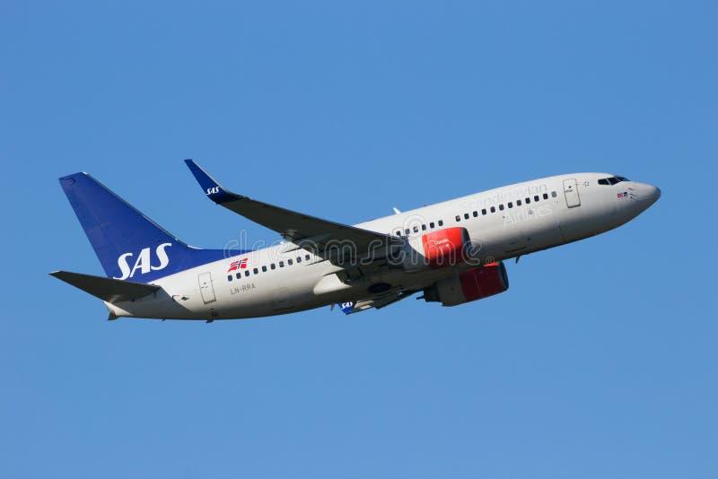 Boeing 737NG SAS skandinavflygbolag fotografering för bildbyråer