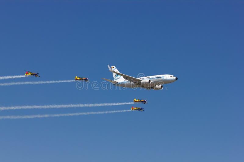 Boeing 737 przy Bucharest zawody międzynarodowi pokazem lotniczym fotografia royalty free
