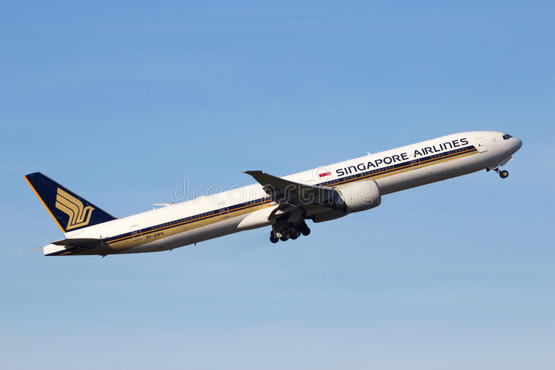 Boeing 777 Singapore Airlines fotos de stock royalty free