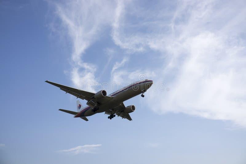 Boeing 747 som är klar för att landa royaltyfri foto