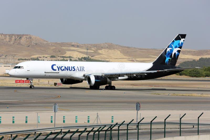 Boeing 757 van Cygnus Air-luchtvaartlijn die bij de luchthaven van Madrid taxi?en Barajas Adolfo Suarez royalty-vrije stock foto's