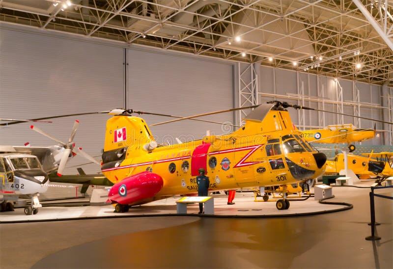 Sökande- och räddningsaktionhelikopter royaltyfri bild