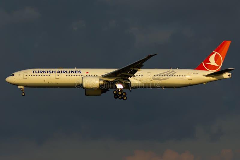 Boeing 777 Vliegtuig royalty-vrije stock afbeeldingen
