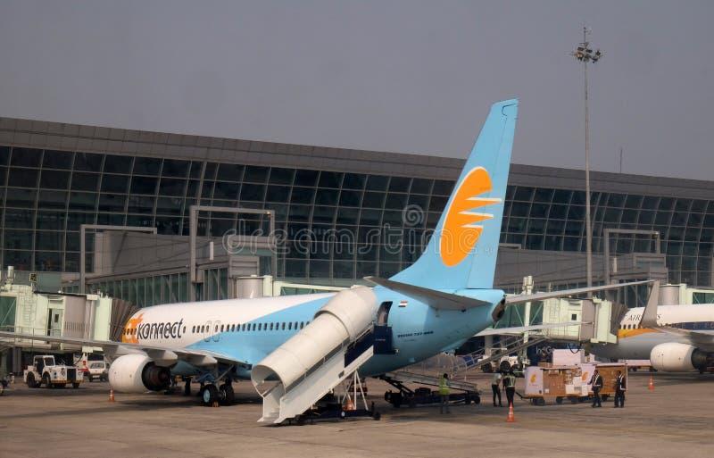 Boeing 737-800 in werking gesteld door Jet Konnect bij de internationale Luchthaven van Kolkata stock afbeeldingen