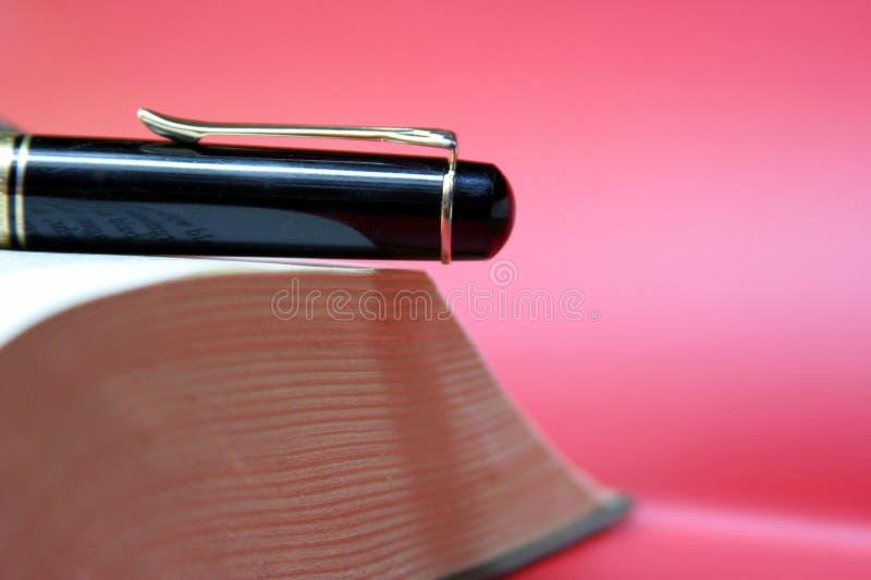 Boek & pen royalty-vrije stock foto's