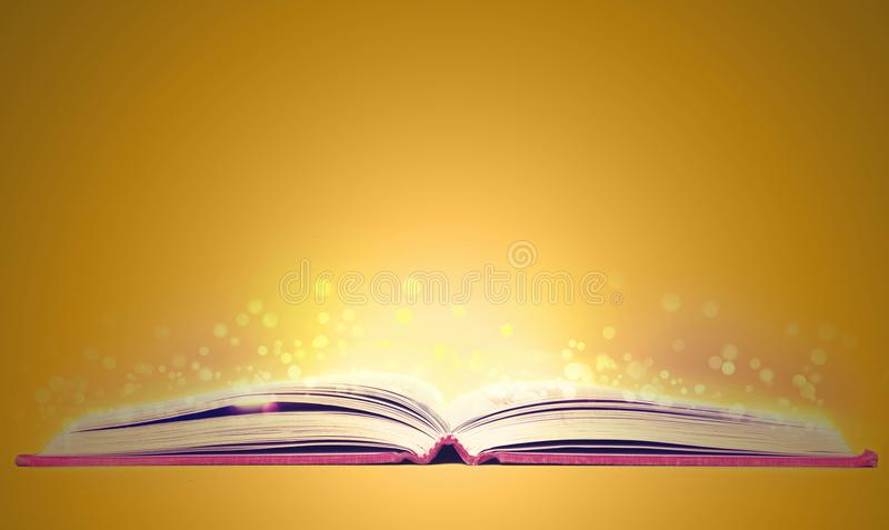 Boek met gloed over geel royalty-vrije stock afbeelding