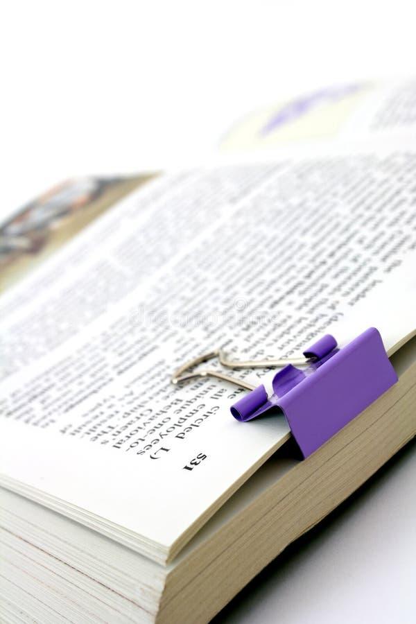 Boek met paperclip stock fotografie