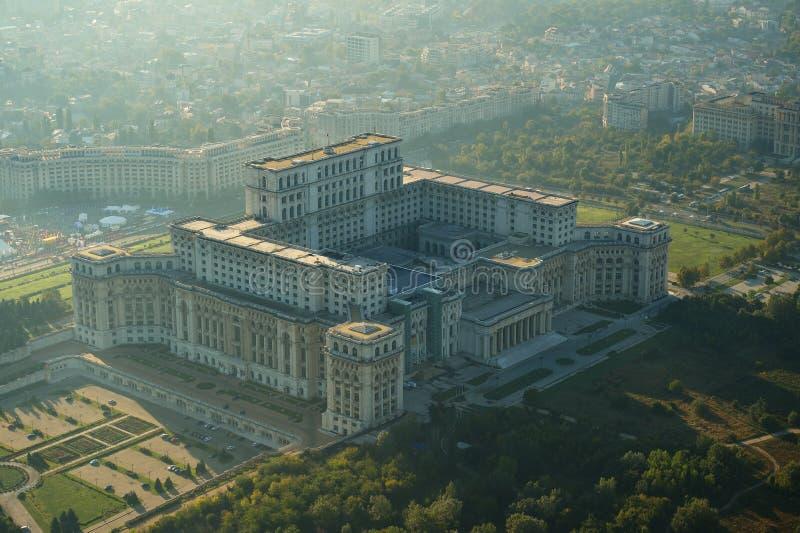 Boekarest, Roemenië, 10 April, 2015: Luchtmening van het Paleis van het Parlement in Boekarest stock fotografie