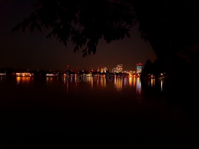 Boekarest Roemenië bij zonsondergang royalty-vrije stock afbeeldingen