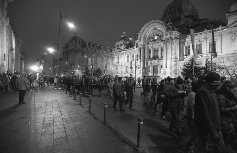 Boekarest, Roemenië - Januari 29, 2017: Duizend mensen marcheerden door het Roemeense kapitaal op Woensdag nacht om gove te prote royalty-vrije stock foto
