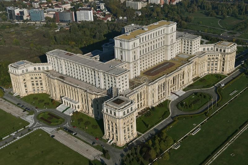 Boekarest, Roemenië, 9 Oktober, 2016: Luchtmening van het Paleis van het Parlement in Boekarest royalty-vrije stock afbeelding