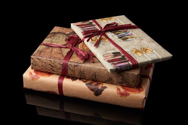 Boeken die in giftdocument worden verpakt royalty-vrije stock foto