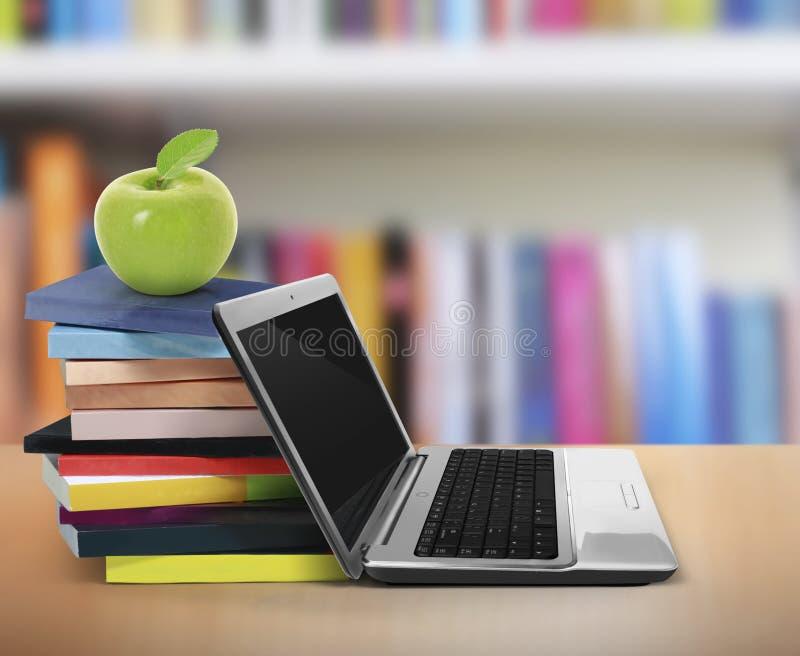 Boeken en laptop royalty-vrije illustratie