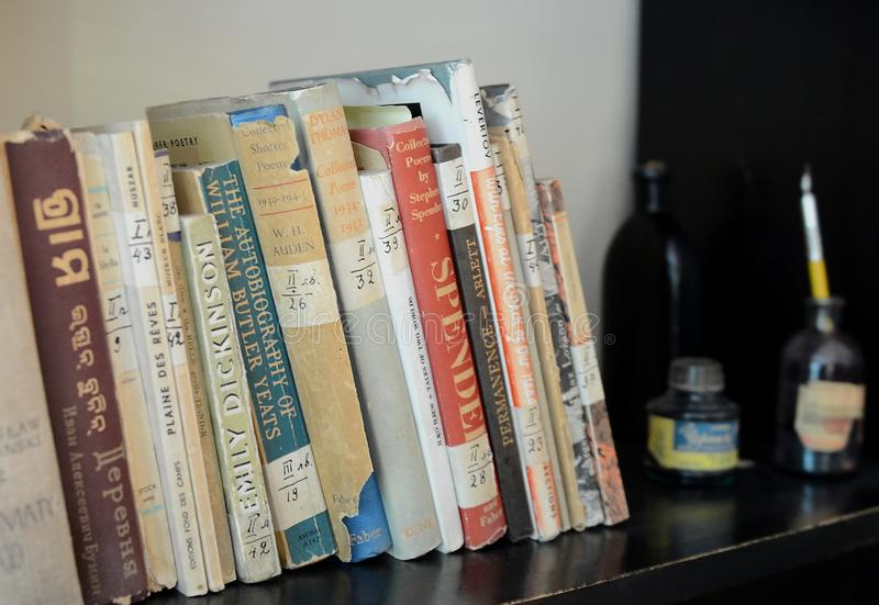 Boeken in het huis-museum van Nobel-laureaat Boris Pasternak Peredelkino stock foto