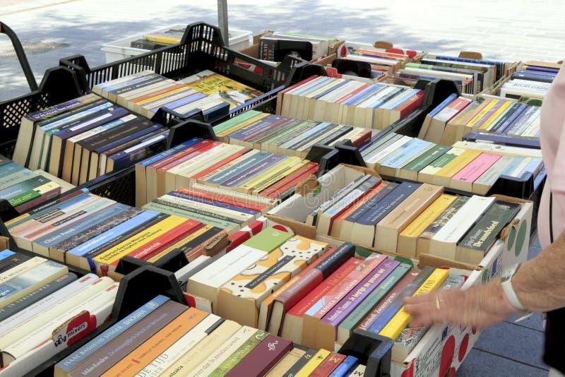 Boeken op de marktkraam stock fotografie