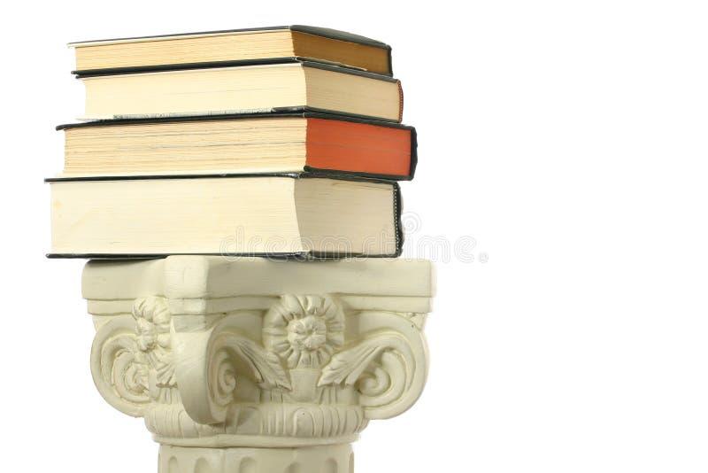 Boeken op voetstuk stock afbeelding
