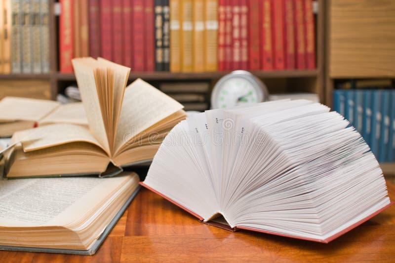 Boeken van huisbibliotheek. royalty-vrije stock foto's
