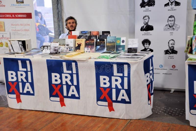 Boekenbeurs in Brescia ` untranslatable Librixia ` Boekhandels grote en kleine vertoning hun beste boeken royalty-vrije stock afbeeldingen