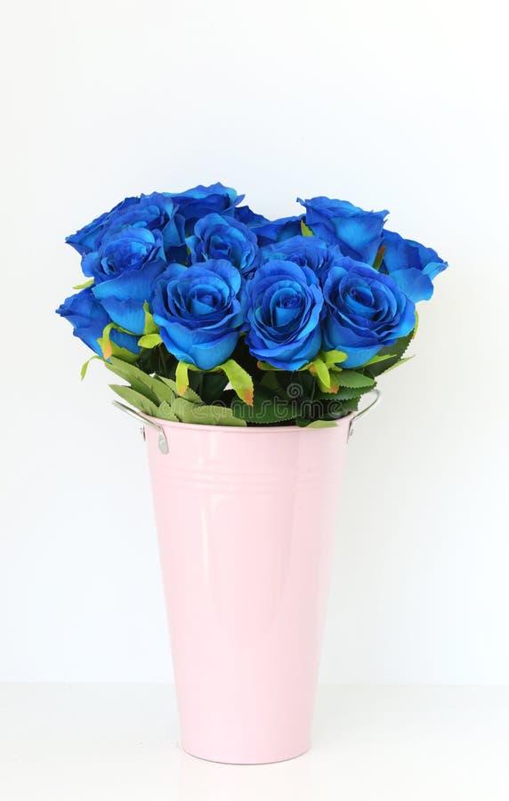 Boeket van blauwe roze bloemen royalty-vrije stock afbeeldingen