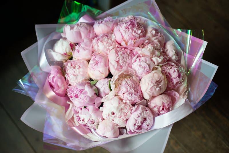 Boeket van bloemen in de floristry salon van het winkelhuwelijk royalty-vrije stock fotografie