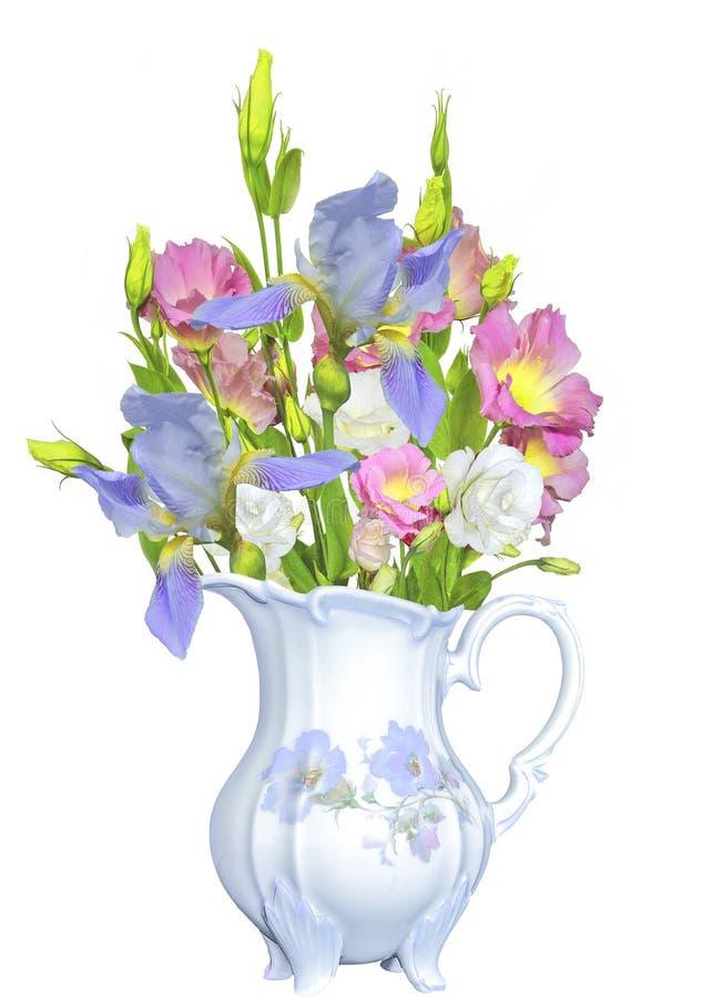 Boeket van de bloemen en de irissen van Eustoma Lisianthus in antiquiteit por stock afbeeldingen