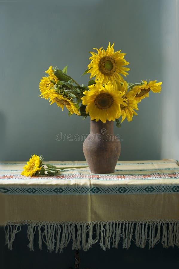 Boeket van gele zonnebloemen stock afbeeldingen