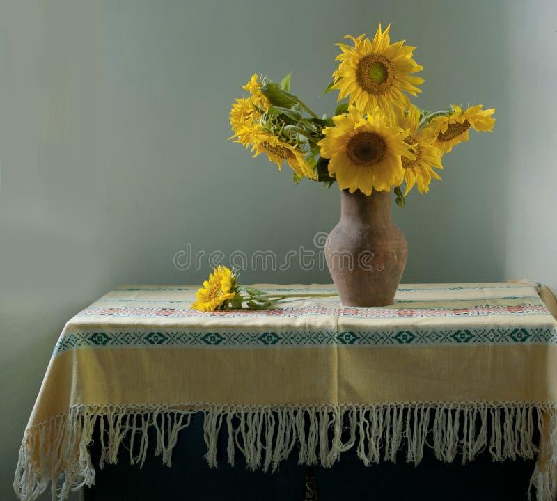Boeket van gele zonnebloemen stock foto