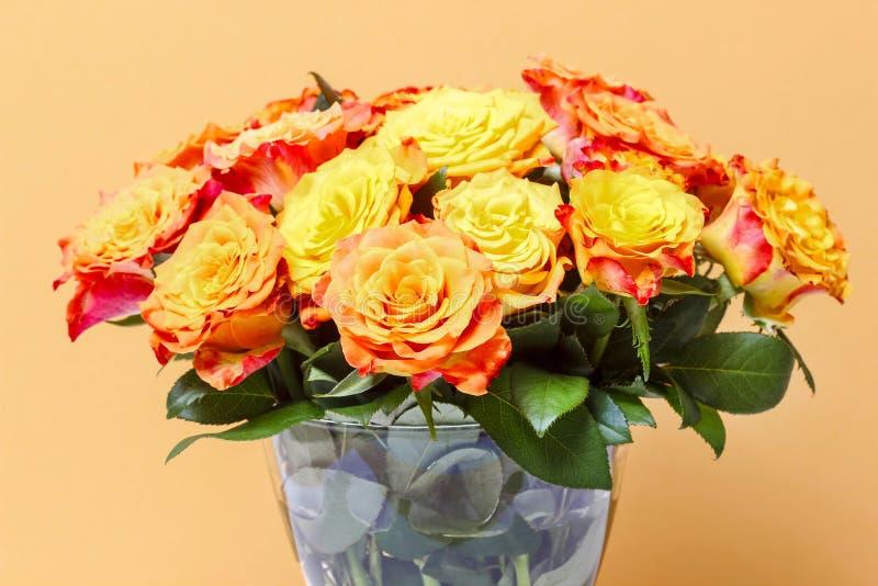 Boeket van het overweldigen van oranje rozen royalty-vrije stock afbeelding