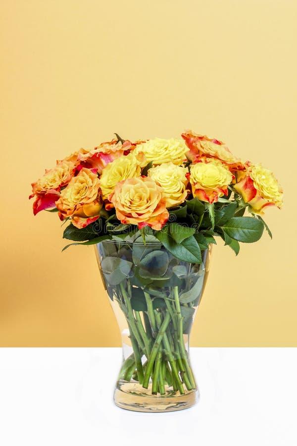 Boeket van het overweldigen van oranje rozen royalty-vrije stock foto