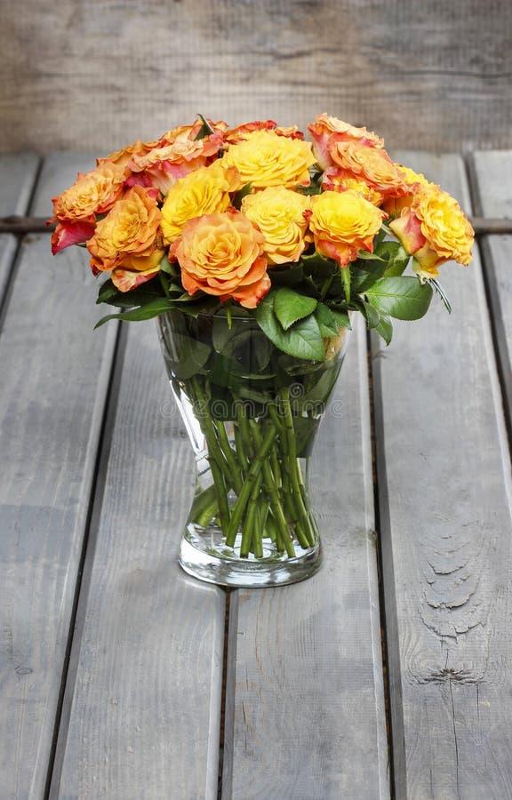 Boeket van het overweldigen van oranje rozen royalty-vrije stock fotografie