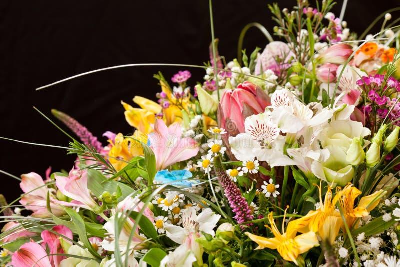 Boeket van kleurrijke bloemen royalty-vrije stock afbeelding