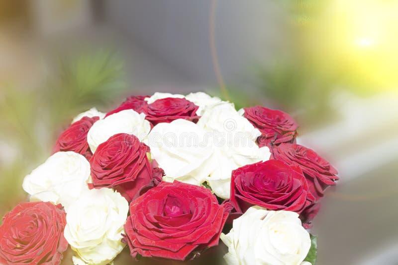 Boeket van kleurrijke bloemen, heel wat rozen, royalty-vrije stock fotografie