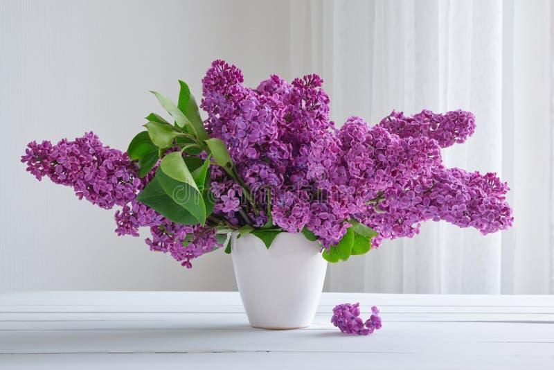 Boeket van mooie lilac bloemen royalty-vrije stock afbeelding