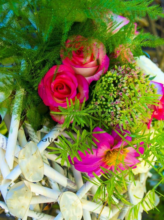 Boeket van rode rozen Mooie bloemenachtergrond voor huwelijksscène royalty-vrije stock fotografie