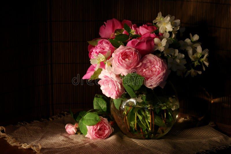 Boeket van rozen en jasmijn royalty-vrije stock afbeelding