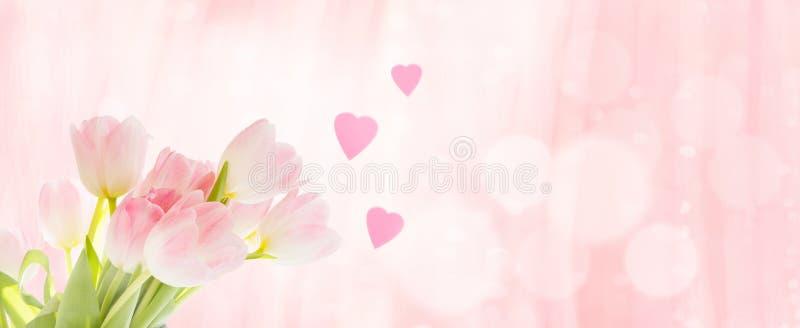 Boeket van tulpen met harten als groet stock afbeeldingen