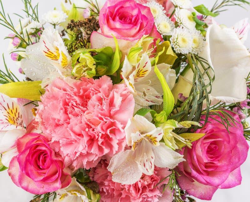 Boeket van verse kleurrijke bloemen stock afbeelding