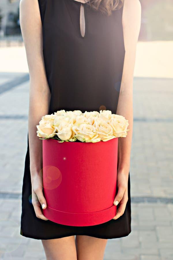 Boeket van witte rozen stock afbeeldingen