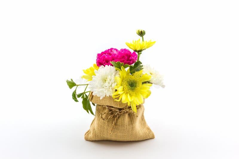 Boeket verse bloemen in zak royalty-vrije stock fotografie