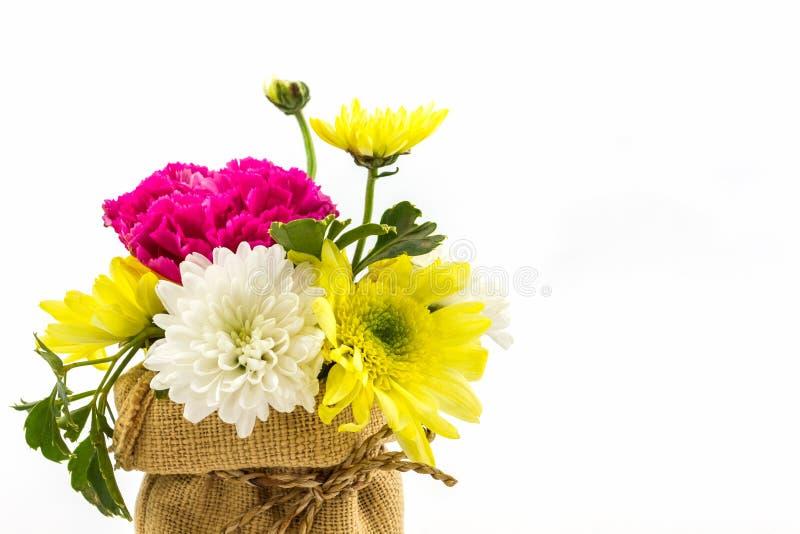 Boeket verse bloemen in zak stock foto's