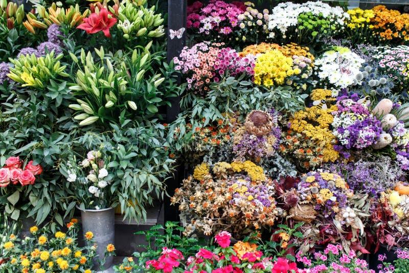 Boeketten van bloemen van een winkel royalty-vrije stock fotografie