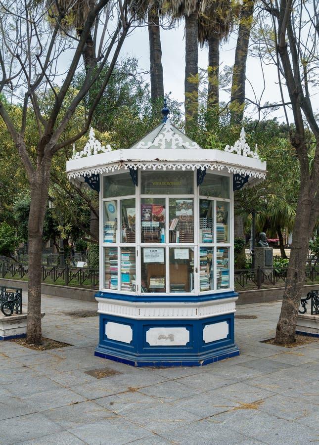 Boekhandel in Plaza DE Mina van Cadiz, Zuidelijk Spanje royalty-vrije stock afbeelding