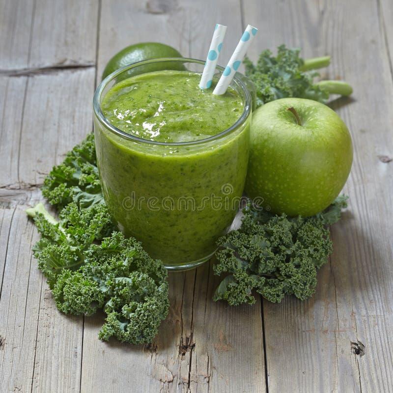 Boerenkool groene smoothie royalty-vrije stock foto's