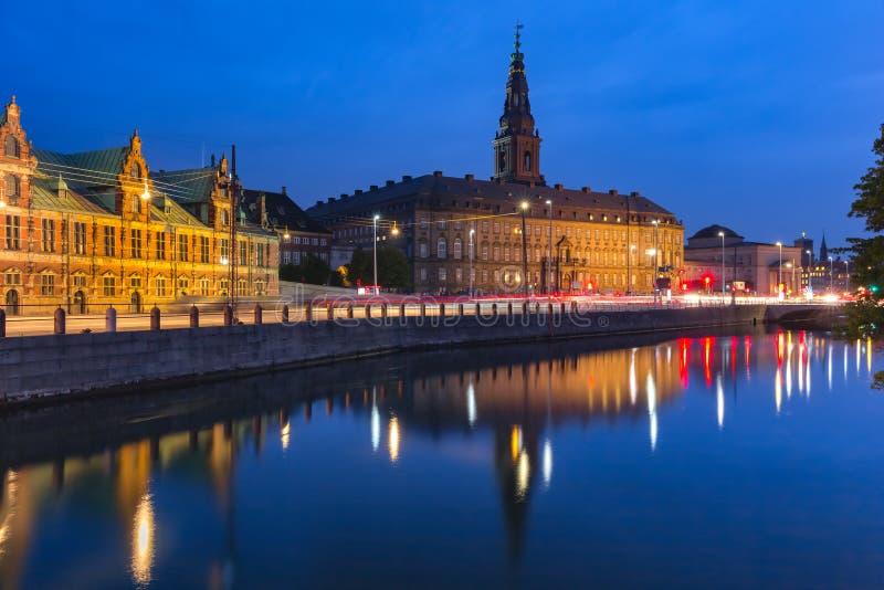 Boersen和Christiansborg在哥本哈根,丹麦 免版税库存图片