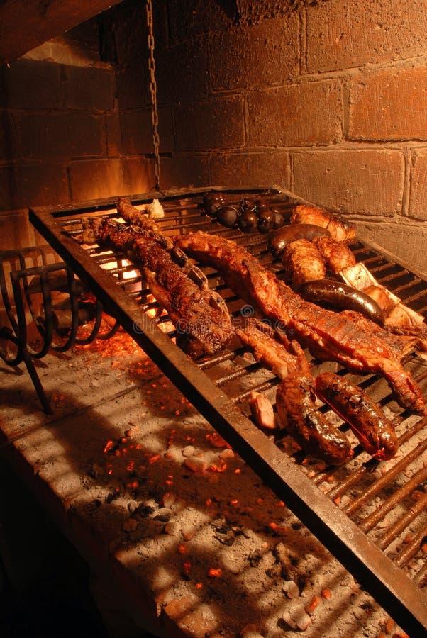 Boeuf rôti sur le barbecue photo stock